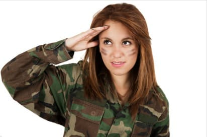 salut militaire femme sexy